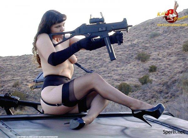 Голые и с оружием видео